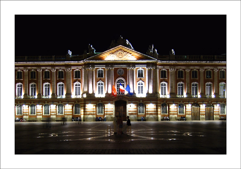 http://laurent.ba.free.fr/2bgal/img/Toulouse/capitole1.jpg